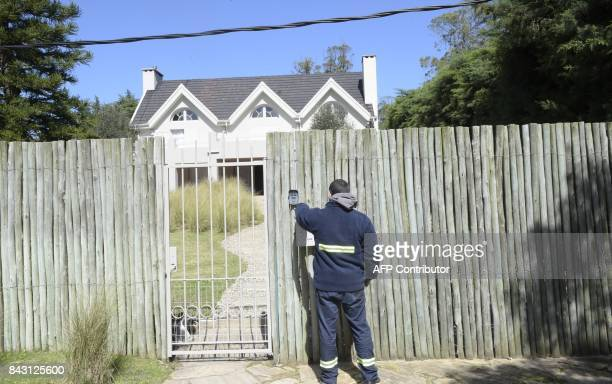 A worker from Uruguay's water utility OSE leaves a service cutoff notice at the home of Italian mafia boss Rocco Morabito in the Uruguayan resort...