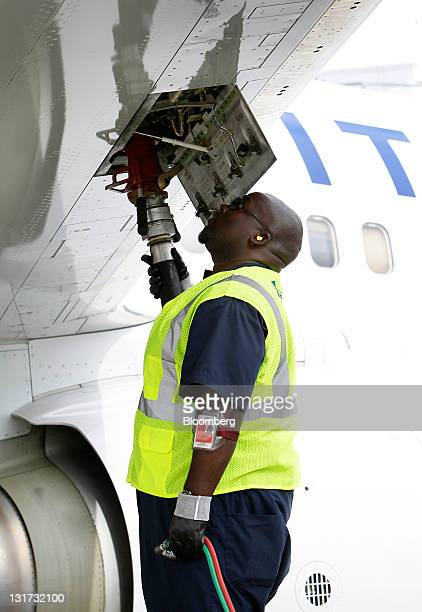 A worker fuels a United Continental Holdings Inc Boeing 737800 at George Bush Intercontinental Airport in Houston Texas US on Monday Nov 7 2011...