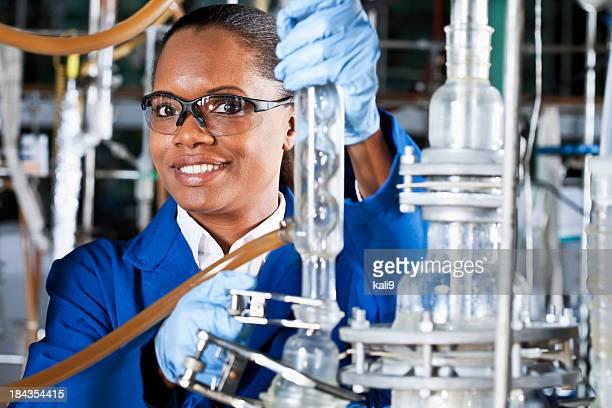 Arbeiter in Chemiefabrik