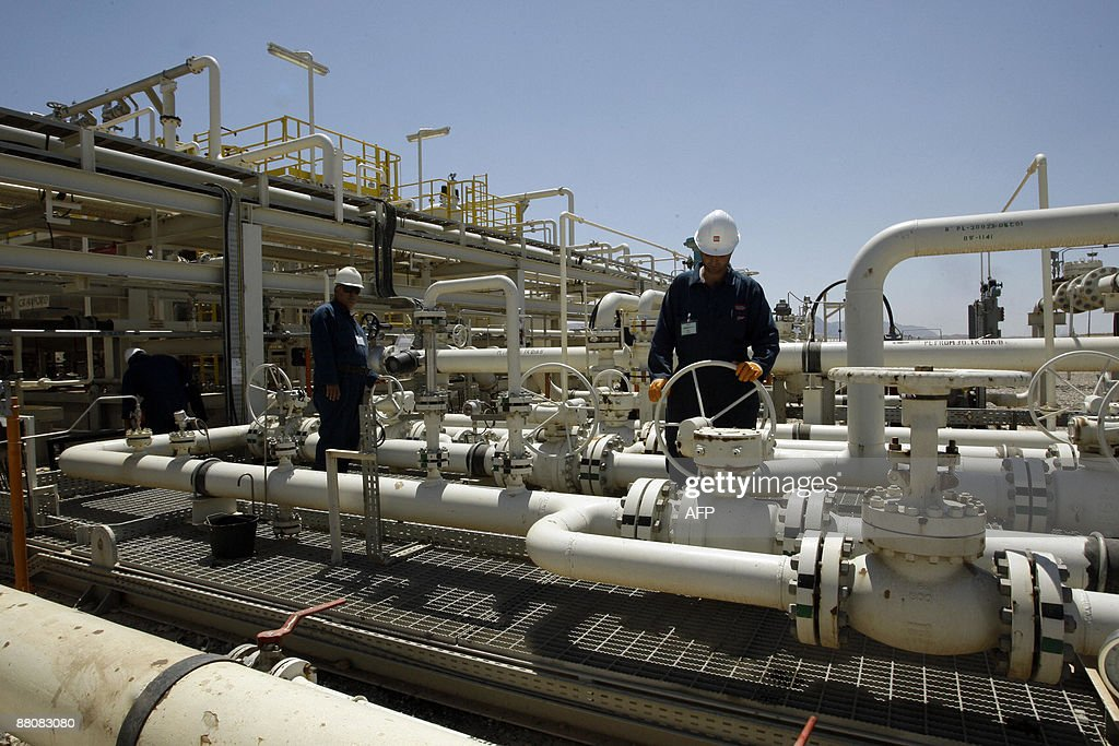 A worker is seen at the Tawke oil refinery near the village of Zacho in the autonomous Iraqi region of Kurdistan on May 31 2009 Iraq's selfruled...