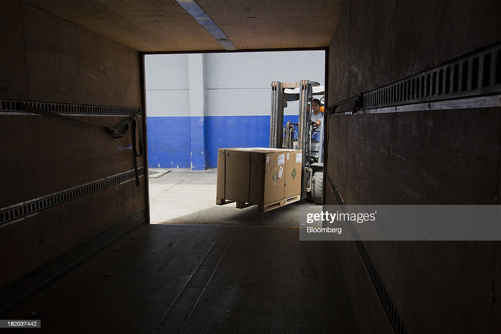 A worker loads boxes into a shipping container at the Port of Veracruz in Veracruz, Mexico, on Thursday, Sept. 26 2013. Mexico reported a preliminary trade deficit of $234.2 Million for August, according to the national statistics agency, known as Inegi. Photographer: Susana Gonzalez/Bloomberg via Getty Images