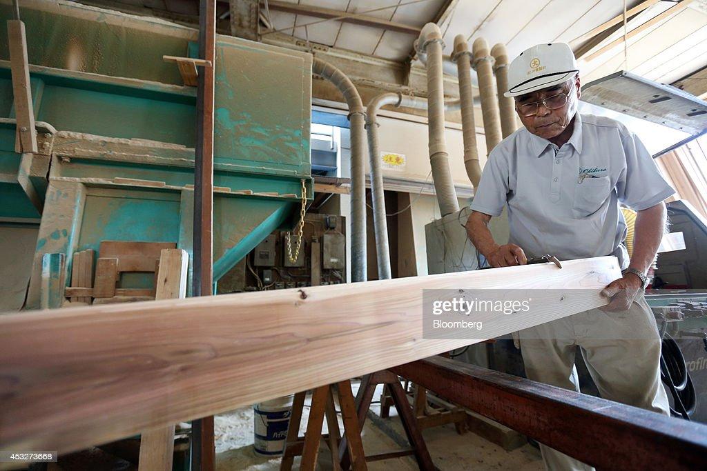 logging industry jobs photos et images de female lumberjacks in japan boost abe growth