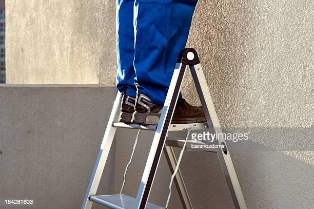 Arbeiter auf Leiter