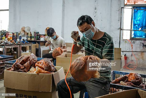 A worker paints a mask of Donald Trump at the Shenzhen Lanbingcai Latex Crafts Factory on October 18 2016 in Shenzhen China Shenzhen Lanbingcai Latex...