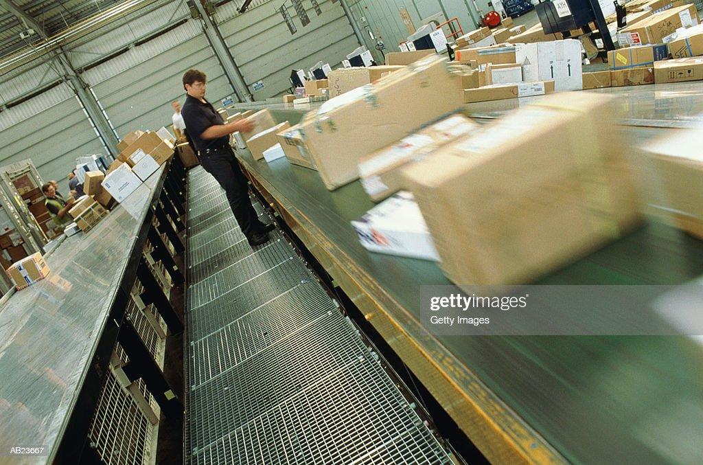 Worker sorting airmail : Bildbanksbilder