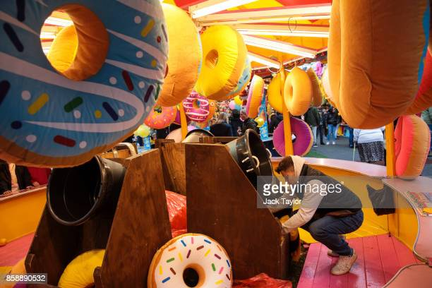 A worker tends to his fun fair attraction at the Nottingham Goose Fair in the Forest Recreation Ground on October 7 2017 in Nottingham England The...