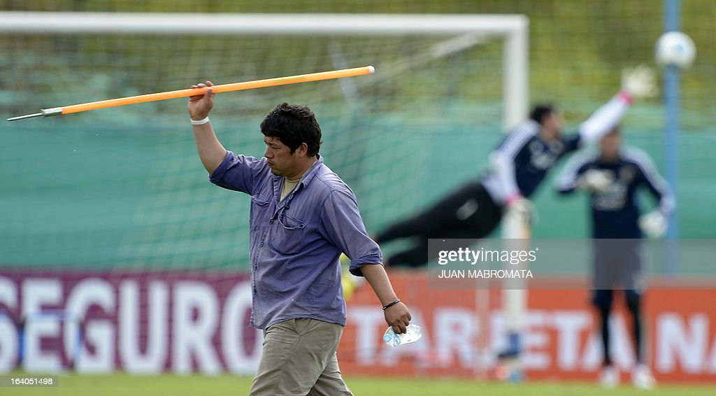 A worker throws a javelin during a training session of Argentina's national football team in Ezeiza, Buenos Aires on March 19, 2013 ahead of the Brazil 2014 FIFA World Cup South American qualifier football match against Venezuela on March 22. AFP PHOTO / Juan Mabromata