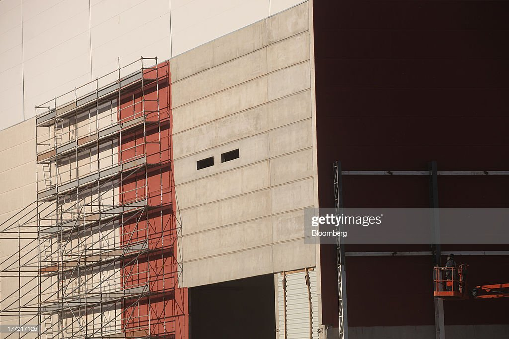 A worker uses a lift at the Metropolitano Barra Shopping center under construction in Rio de Janeiro, Brazil, on Wednesday, Aug. 21, 2013. Latin America's largest economy created 7,154 manufacturing jobs and 4,899 construction jobs in July, down from 24,718 and 25,433 new posts a year ago. Photographer: Dado Galdieri/Bloomberg via Getty Images