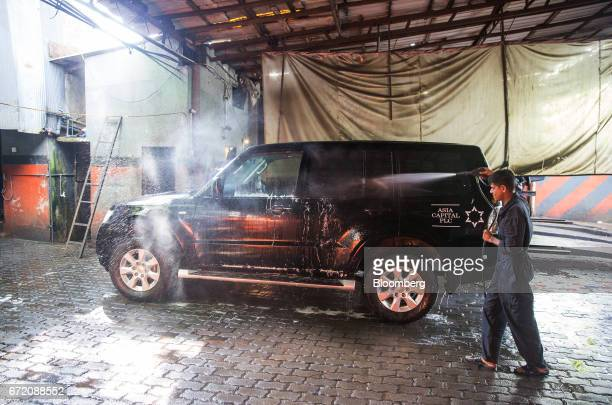 A worker washes a vehicle at a carwash in Colombo Sri Lanka on Thursday April 20 2017 The Central Bank of Sri Lanka is scheduled to announce its key...