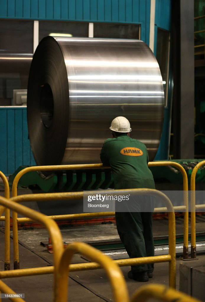 A worker watches as cold steel is positioned by machine at the OAO Novolipetsk Steel plant, also known as NLMK, in Lipetsk, Russia, on Wednesday, Oct. 17, 2012. OAO Novolipetsk Steel, controlled by billionaire Vladimir Lisin, became Russia's largest steelmaker by output after boosting production by 24 percent. Photographer: Andrey Rudakov/Bloomberg via Getty Images