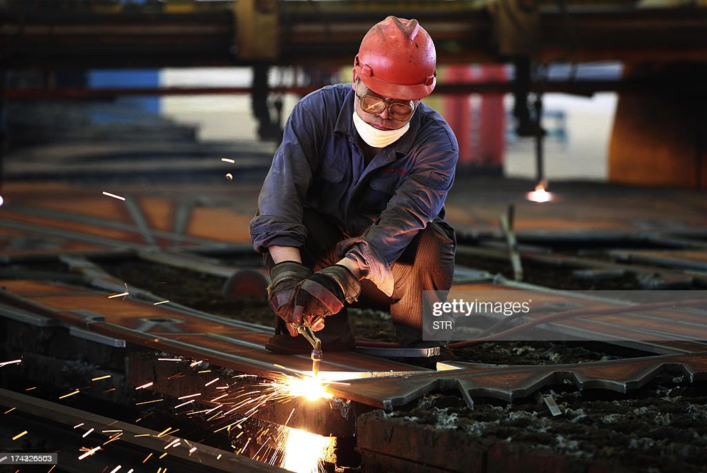 A worker welds steel in a factory in Huaibei, in north China's Anhui province on July 24, 2013. China's manufacturing activity contracted to a 11-month low in July, an HSBC survey showed on July 24, the first evidence of the Asian economic giant losing further momentum in the third quarter. CHINA