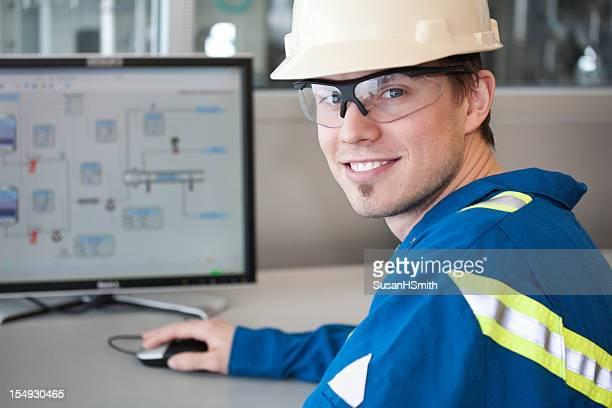 Arbeiter mit Computer im Büro