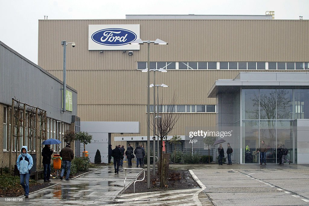 Workers arrive at the assembly factory of Ford in Genk, on January 9, 2013. A short majority of workers voted to start to work again earlier this week but some workers decided to block all access to the plant. Ford Europe announced at the end of October the closure of its production plant in Genk in 2014.