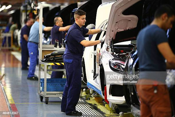 Workers assemble SClass sedans on the assembly line at the MercedesBenz plant of Daimler AG on January 24 2014 in Sindelfingen Germany Daimler is...