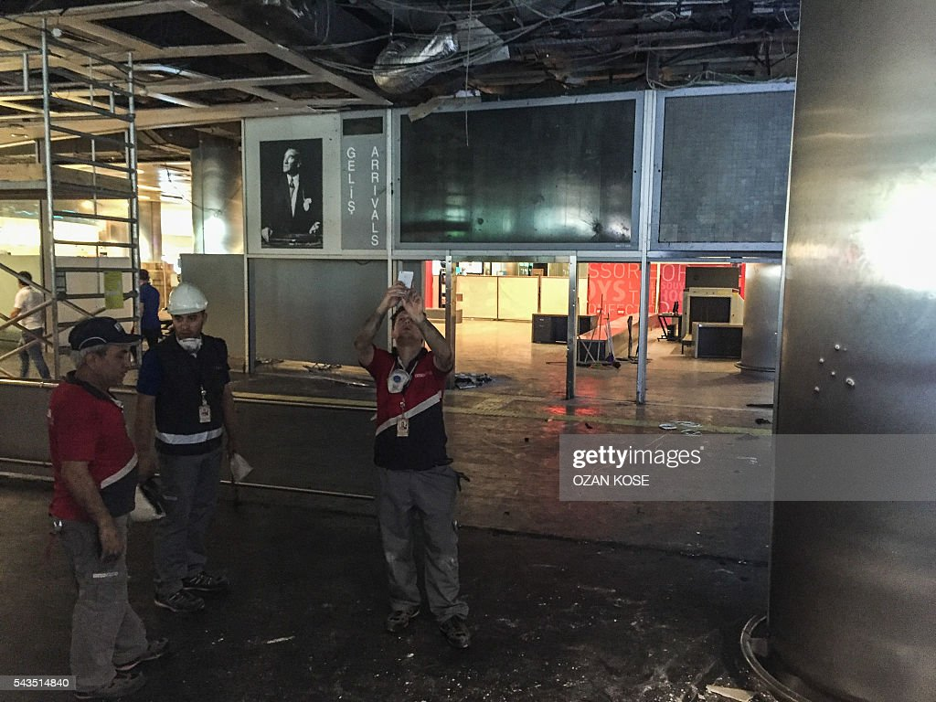 Workers assess damage at the explosions and attacks site in Ataturk airport's international arrivals terminal on June 29, 2016, a day after a suicide bombing and gun attack targeted Istanbul's airport, killing at least 36 people. A triple suicide bombing and gun attack that occurred on June 28, 2016 at Istanbul's Ataturk airport has killed at least 36 people, including foreigners, with Turkey's prime minister saying early signs pointed to an assault by the Islamic State group. / AFP / OZAN