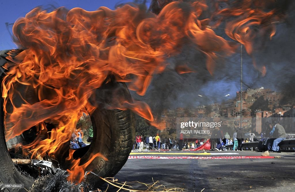Workers block streets and highways as they march from El Alto to La Paz on May 14, 2013 on the ninth day of an indefinite strike called by the Bolivian Workers' Centre (COB) to demand the government for a pension equivalent to 100% of their salaries. AFP PHOTO / Aizar RALDES