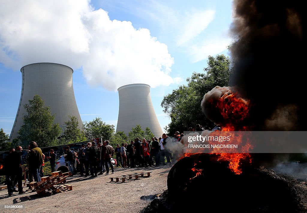 Workers block the access to the nuclear power plant of Nogent-sur-Marne on May 26, 2016, during a protest against controversial labour market reforms that has already severely disrupted fuel supplies. With two weeks until France hosts the Euro 2016 football championships, the country has been paralysed by a series of transport strikes and fuel shortages that has heaped pressure on the deeply unpopular Socialist government. / AFP / FRANCOIS