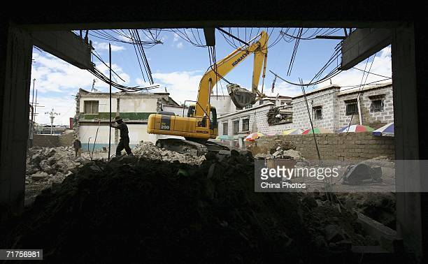 Workers build new buildings at the Barkhor Bazaar on August 31 2006 in Lhasa of Tibet Autonomous Region China There has been an increase in Chinese...
