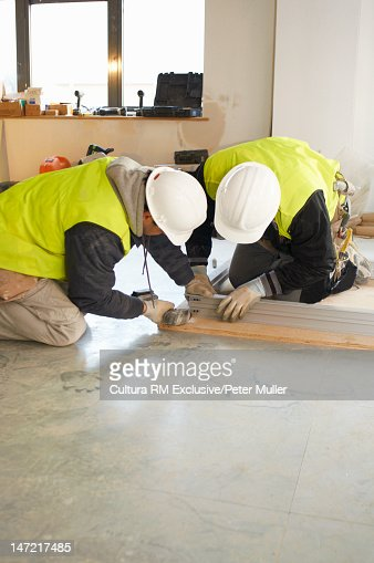 Workers building on site : Foto stock