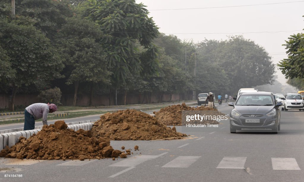 Workers busy working of Divider between Sector 45 and 46, on November 14, 2017 in Gurgaon, India. Delhi battled with severe air pollution on Tuesday as well. The Air Quality Index improved to an average reading of 308, even as the Delhi government extended the ban on entry of trucks. Here are the live updates of the situation in the National Capital Region.