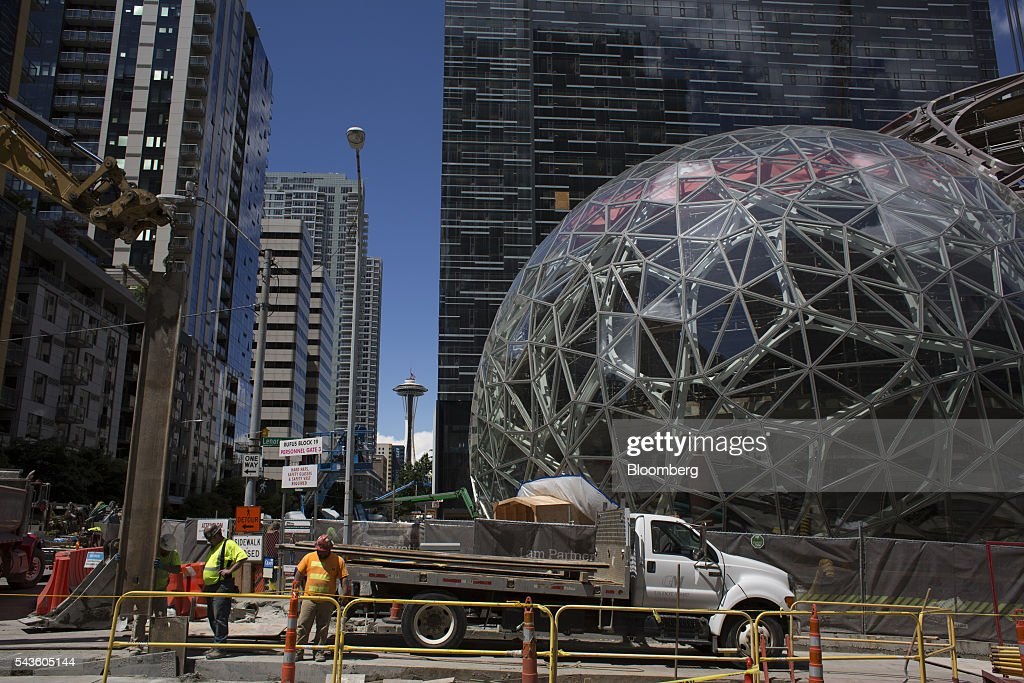 Amazon 39 s bezos commits to seattle with big plant filled for Seattle builders