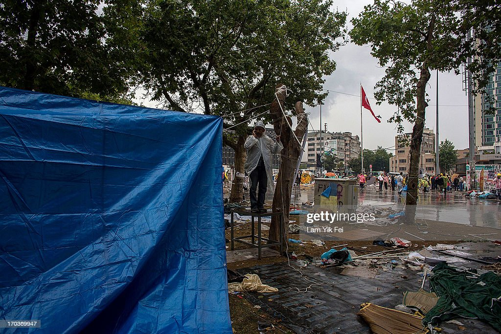Workers dismantle a protestors's camp at Gezi Park the morning after a police crackdown on protesters, on June 12, 2013 in Istanbul, Turkey. Istanbul has seen protests rage on for days, with two protesters and one police officer killed. What began as a protest over the fate of Taksim Gezi Park, has turned into a wider demonstration over Prime Minister Recep Tayyip Erdogan's policies.