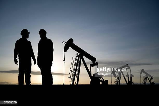 Lavoratori in un campo petrolifero