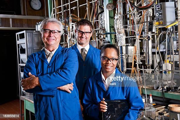 化学工場の作業員