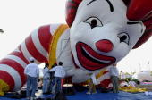 Workers inflate the Ronald McDonald Balloon during a test flight 04 November at the Meadowlands in East Rutherford New Jersey in preparation for the...