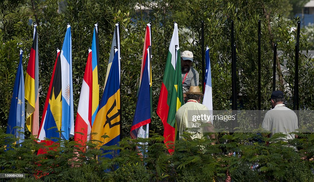 Workers install flags on flagpoles at the Espacio Riesco, where the CELAC-EU Summit will be held, in Santiago, on January 24, 2013. More than 40 Heads of State and Government of the Community of Latin American and Caribbean States (CELAC) and the European Union (EU) will meet on January 26 and 27 to promote a strategic partnership between the two regions.