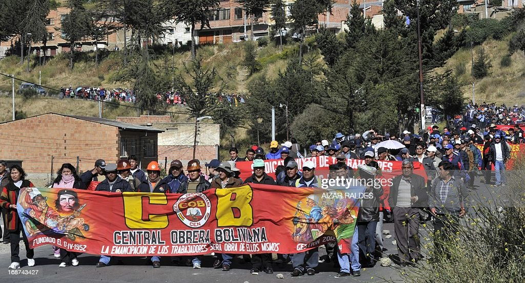 Workers march from El Alto to La Paz on May 14, 2013 on the ninth day of an indefinite strike called by the Bolivian Workers' Centre (COB) to demand the government for a pension equivalent to 100% of their salaries. AFP PHOTO / Aizar RALDES