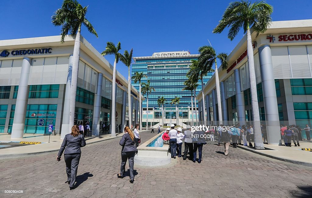 Workers of the Centro Pellas building evacuate it after a 4.1 degree quake in the Richter scale quake in Managua on February 9, 2016. There were no reports of casualties or damages whatsoever. AFP PHOTO/ Inti OCON / AFP / Inti Ocon