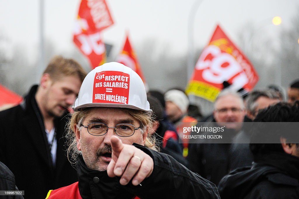 Workers of the Fessenheim nuclear plant demonstrate on January 24, 2013 in Fessenheim, eastern France to protest against French government's decision to close the oldiest French nuclear power plant. AFP PHOTO / SEBASTIEN BOZON