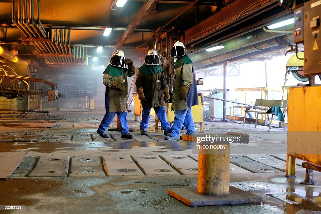 Workers of the metallurgic factory SLN attend French Prime Minister Manuel Valls visit on April 29, 2016, in Noumea. Valls said France would be willing to loan 200 millions euros to save the SLN factory, the main producer of nickel in New Caledonia. / AFP / THEO
