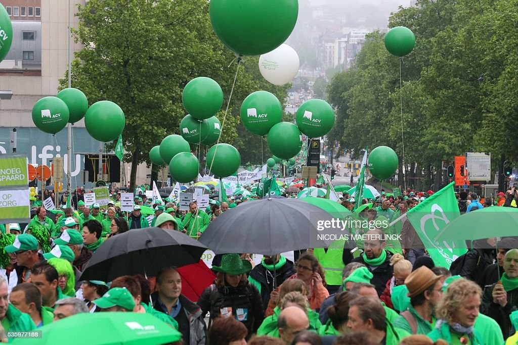 Workers of the public services main trade unions gather for a demonstration on May 31, 2016 in Brussels. Christian democrat union ACV-CSC and Socialist union ACOD-CGSP of the public services were striking and holding a demonstration today against measures introduced by the Federal Government. / AFP / Belga / Nicolas MAETERLINCK / Belgium OUT
