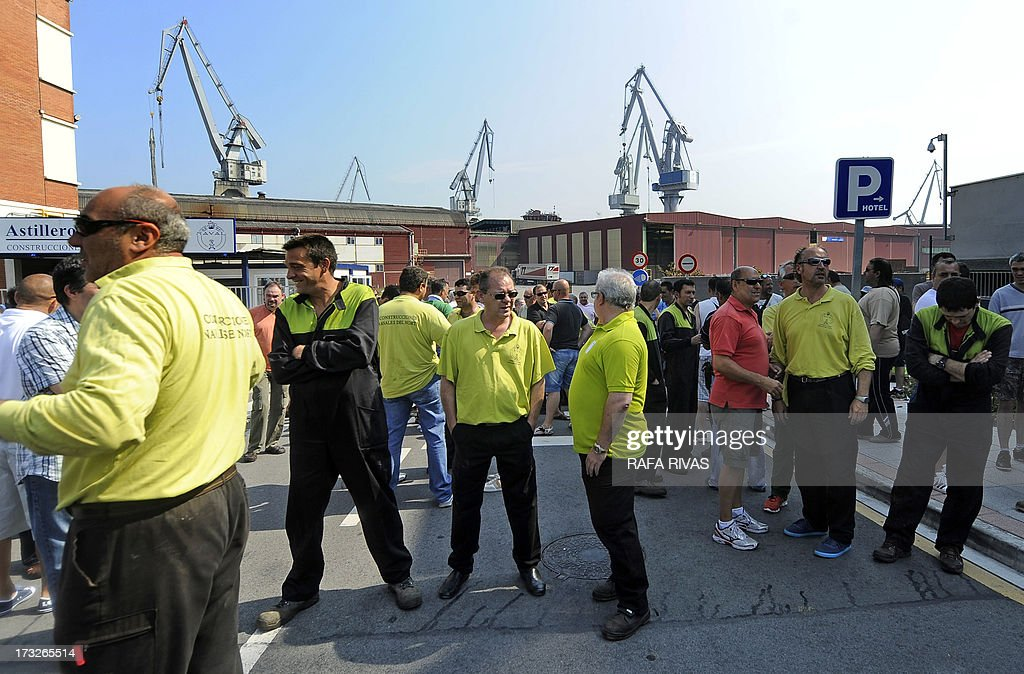 Workers of Zamakona and La Naval shipyards take part in a protest against the repayment of state aids by Spanish shipbuilders in the Northern Spanish Basque village of Sestao, on July 11, 2013. Brussels will decide by July 17 if the roughly three billion euros (4.0 billion USD) in state aid which Spanish shipbuilders received between 2005 and 2011 were unauthorised and if they will have to pay the money back. Unions have called for a day of protest and strikes on July 11 when European Union's commissioner for competition, Joaquin Almunia, will meet with representatives of Spanish shipbuilders in Brussels.