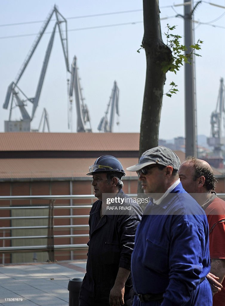 Workers of Zamakona and La Naval shipyards take part in a protest against the repayment of state aids by Spanish shipbuilders in the Northern Spanish Basque village of Sestao, on July 11, 2013. Brussels will decide by July 17 if the roughly three billion euros (4.0 billion USD) in state aid which Spanish shipbuilders received between 2005 and 2011 were unauthorised and if they will have to pay the money back. Unions have called for a day of protest and strikes on July 11 when European Union's commissioner for competition, Joaquin Almunia, will meet with representatives of Spanish shipbuilders in Brussels. AFP PHOTO/ RAFA RIVAS