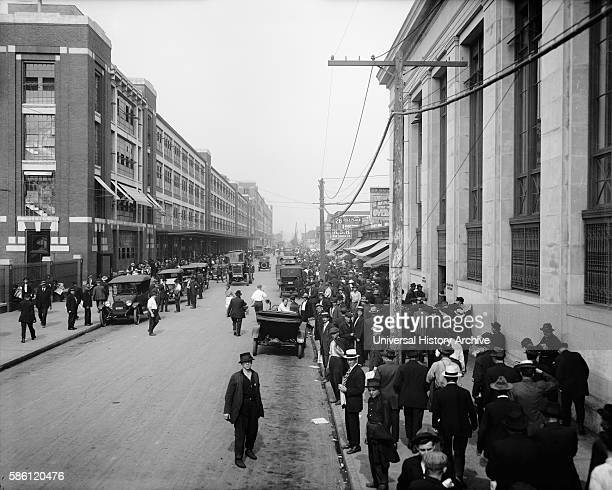 Workers Outside Ford Motor Company Detroit Michigan USA circa 1910
