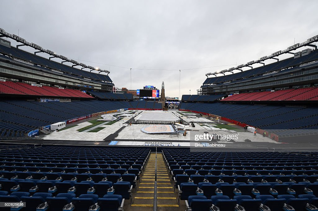 http://media.gettyimages.com/photos/workers-prepare-the-field-for-the-2016-nhl-bridgestone-winter-classic-picture-id502625636