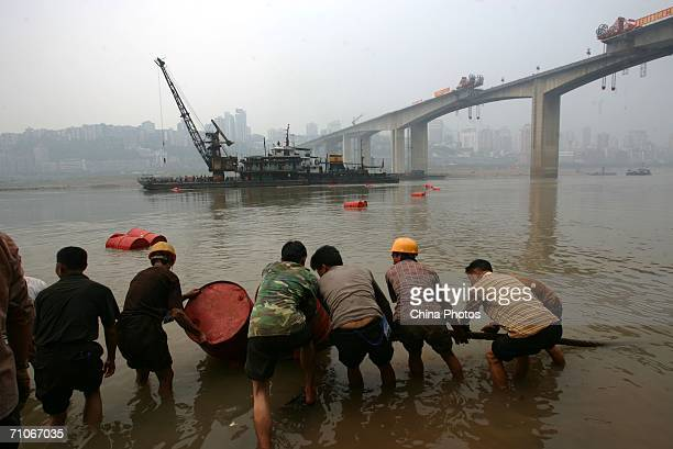 Workers pull on a rope at the construction site of Shibanpo Bridge on May 26 2006 in Chongqing Municipality China The Shibanpo bridge across the...