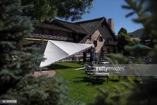 Workers set up an event tent at the site of the Allen Co Media and Technology Conference in Sun Valley Idaho US on Monday July 7 2014 Billionaires...