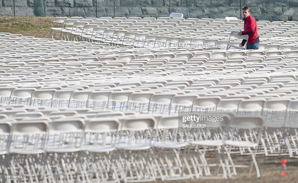 Workers set up folding chairs in preparation for the US Presidential Inauguration ceremony at the US Capitol in Washington, DC, on January 8, 2013. US President Barack Obama will be ceremonially sworn in for his second term during the public Inauguration event attended by hundreds of thousands of spectators on January 21, 2013. AFP PHOTO / Saul LOEB
