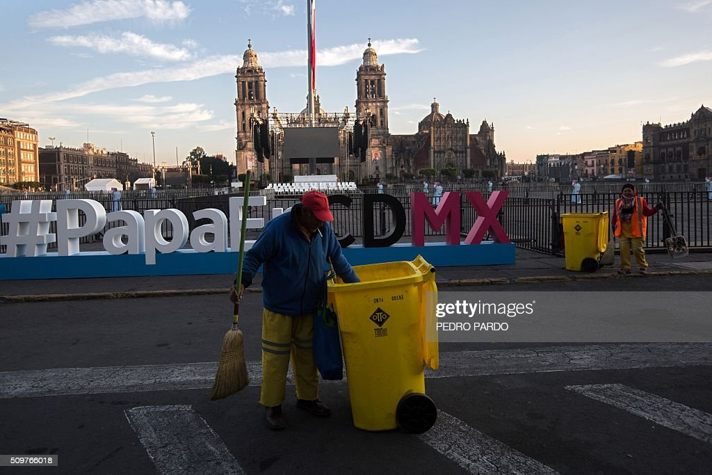 A workers sweeps the streets around the Zocalo square on February 12, 2016 in Mexico City, where Pope Francis is expected to arrive later today. Pope Francis left Rome on Friday bound for Cuba, where he is to hold a historic meeting Russian Patriarch Kirill before continuing on to Mexico for a five-day visit. AFP PHOTO / Pedro PARDO / AFP / Pedro PARDO