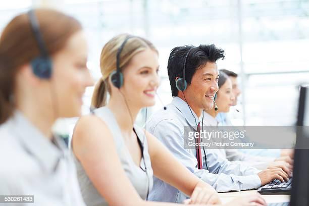 Lavorando per aiutare i clienti
