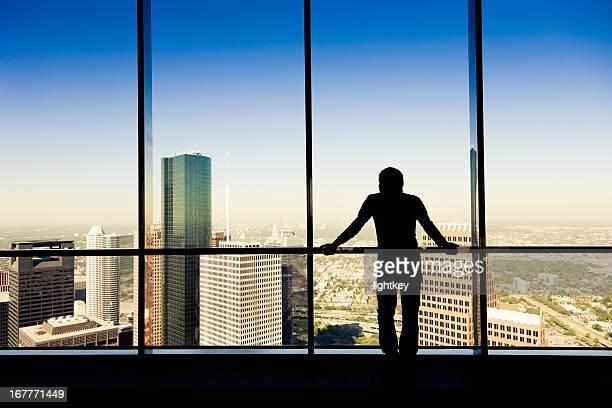 Un homme à la recherche de la ville