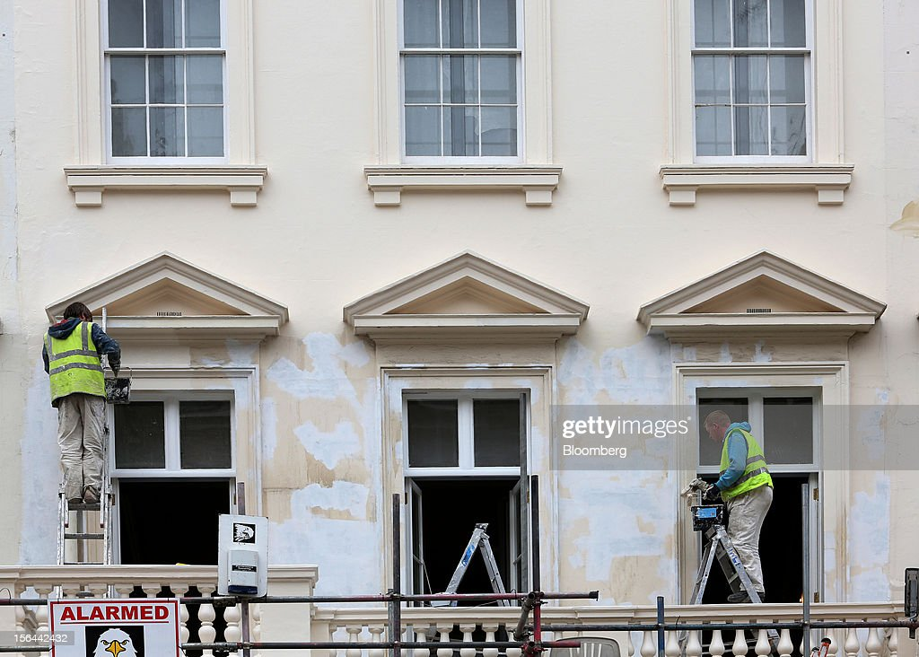 Workmen are seen painting a residential property in Eaton Place in the London area of Belgravia, in London, U.K., on Thursday, Nov. 15, 2012. London luxury homes won't rise in value next year for the first time since 2008 as proposals to extend property transaction taxes deter buyers, Jones Lang LaSalle Inc. said. Photographer: Chris Ratcliffe/Bloomberg via Getty Images