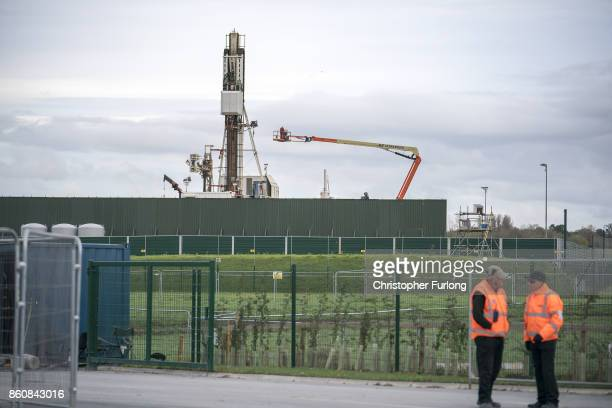 Workmen construct Cuadrilla's shale gas fracking drilling rig near Westby on October 12 2017 in Blackpool England Engineers have begun to build the...