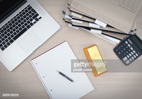 Lugar de trabajo con un bar de oro : Foto de stock