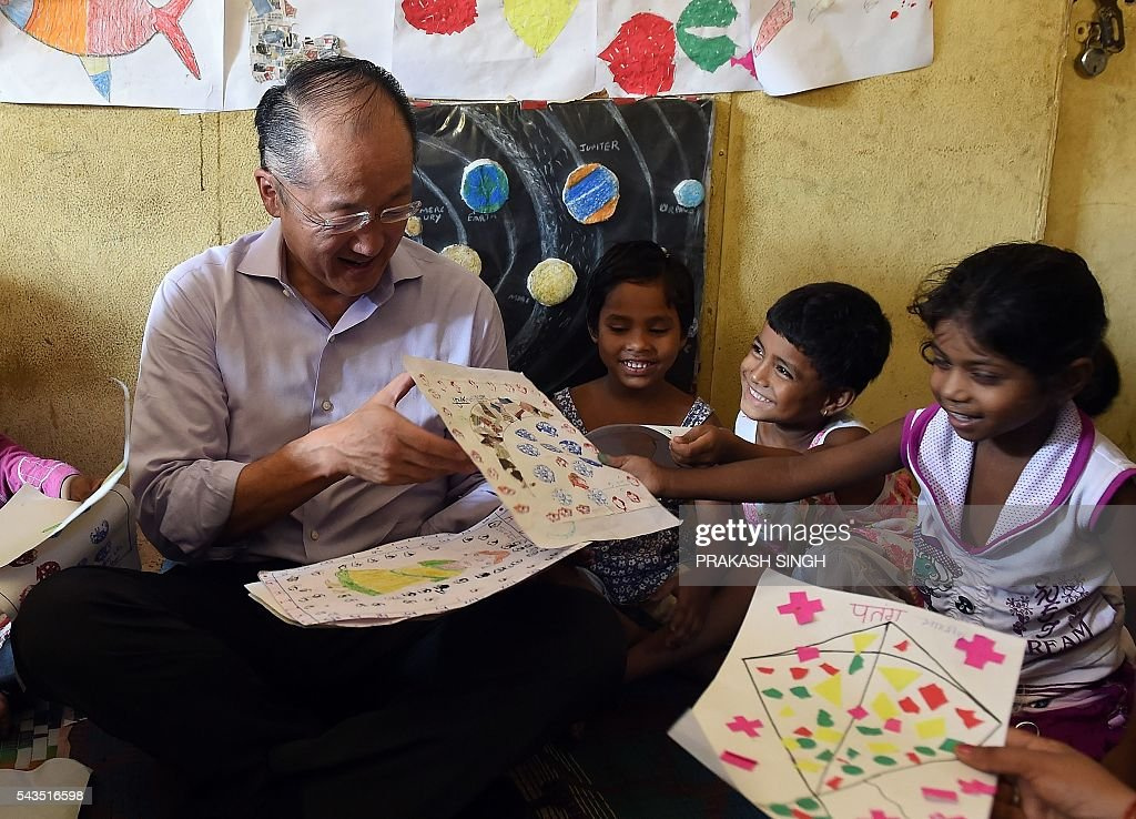 World Bank Group President Jim Yong Kim (C) interacts with children at the Integrated Child Development Services (ICDS) Centre in New Delhi on June 29, 2016. / AFP / Prakash SINGH