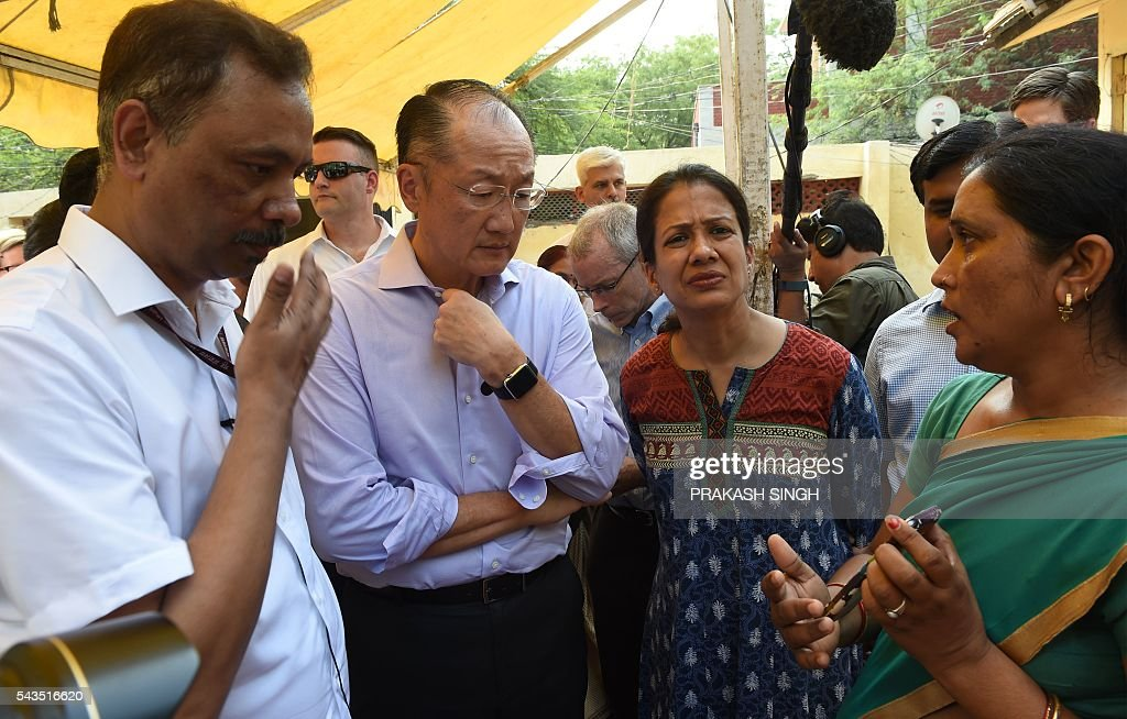 World Bank Group President Jim Yong Kim (2L))interacts with women and care takers at the Integrated Child Development Services (ICDS) Centre in New Delhi on June 29, 2016. / AFP / Prakash SINGH